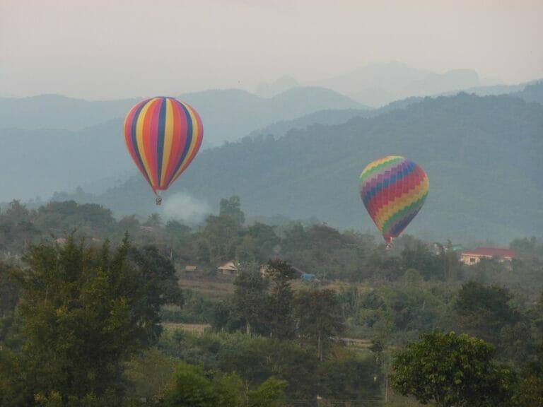 Fahrt mit dem Heissluftballon in Vang Vieng, Laos
