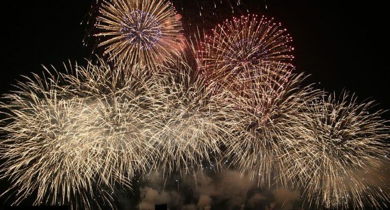 Sonnwendfeier – Verpasse nicht das grösste Feuerwerk der Schweiz