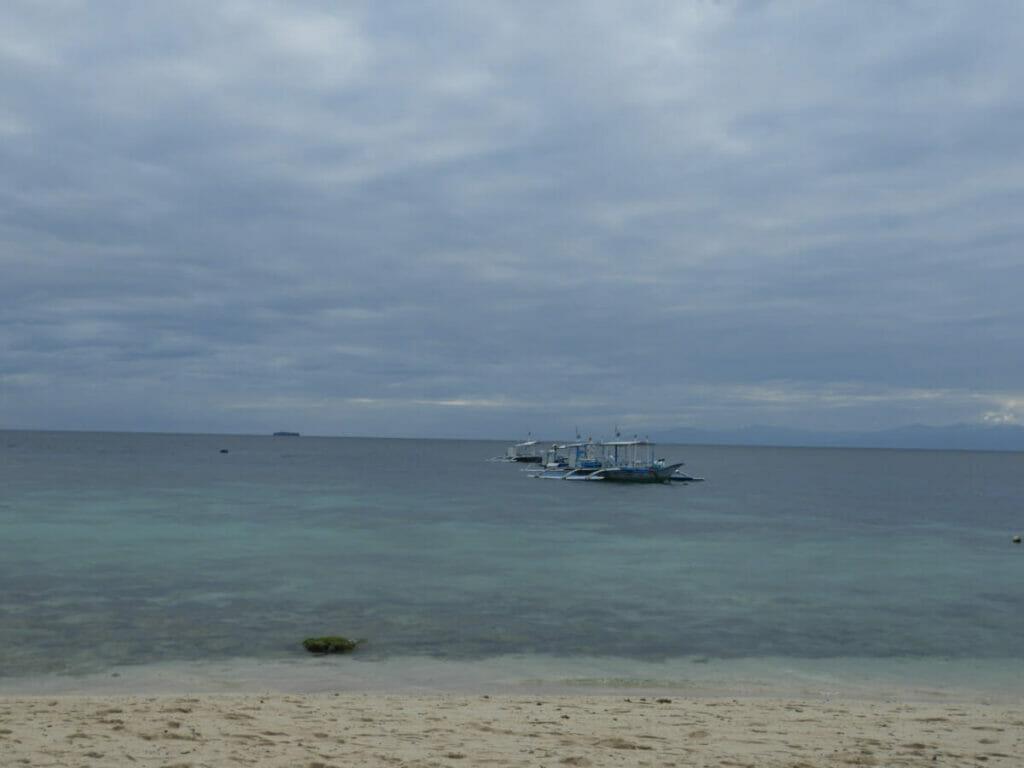 Blick vom White Beach ins Meer