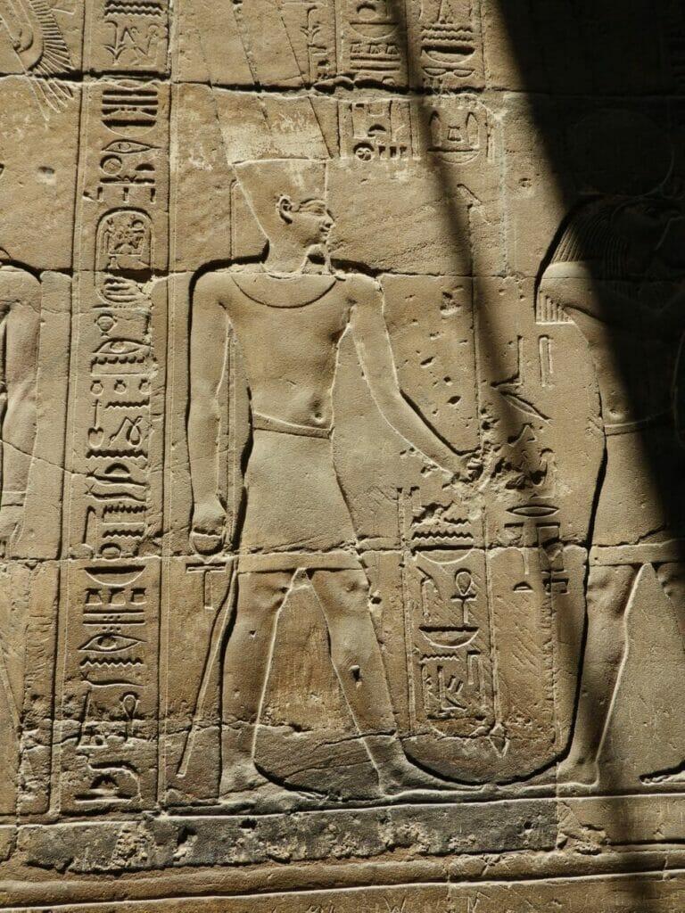 Wand im Tempel