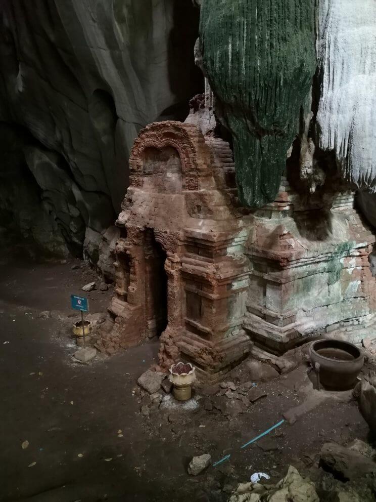 Kampot Phnom Chhngok Cave Temple