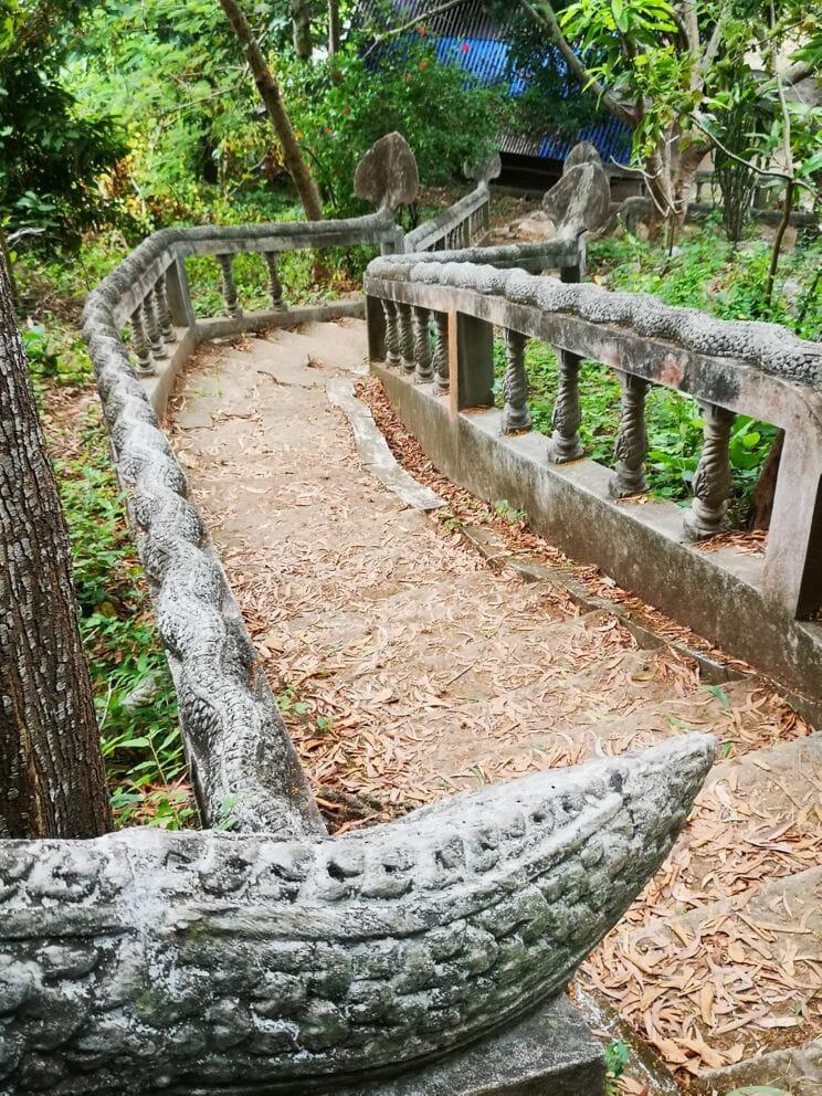 Treppe zum Phnom Chhngok Cave